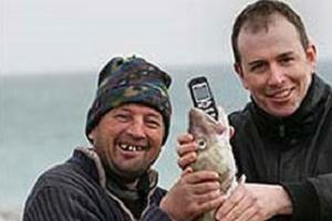 Plajda kaybolan telefon balıktan çıktı.10488