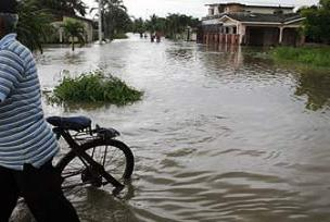 Pasinler'de 200 evi su bastı.15015