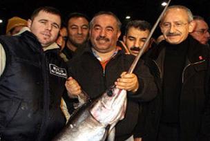 Kılıçdaroğlu balıkçıların sorunlarını dinledi.12003