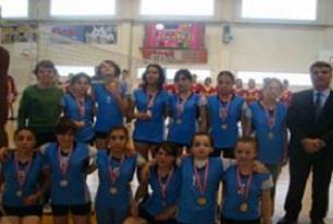 Soma'da kızlar voleybol turnuvasına katıldı.12285