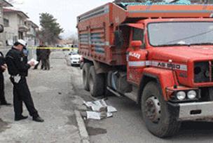 Kamyonun çarptığı 4 yaşındaki çocuk öldü.14271