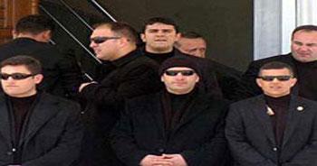 Erdoğan'a cami çıkışında etten duvar.15025