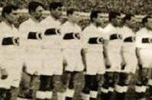 1954 kadrosu da maçı izledi.12496