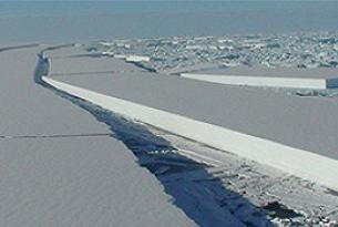 Dev buz kütlesi kopma tehlikesinde.10054