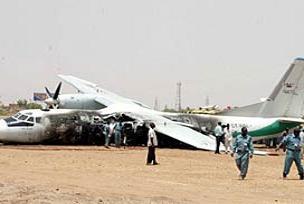 Endonezya'da uçak düştü: 4 ölü.10263