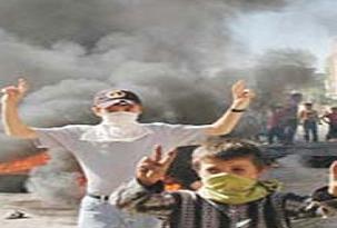 Çocuklar polis panzerini taşladı.11214