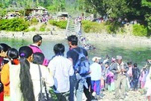 Okul yolunda köprü çöktü: 9 ölü 70 yaralı.18458