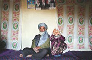 Borçları için 8 yaşındaki kızını evlendiyor.12763