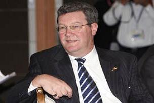 Downer: Her şey Kıbrıs'ta tek devlet için.10280