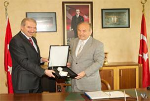 Topbaş, Başakşehir Belediyesi'ni ziyaret etti.13138