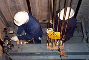 Markette asansör halatı koptu: 1 ölü.12519