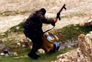23 Nisan'da polis silahıyla çocuk dövdü.13708