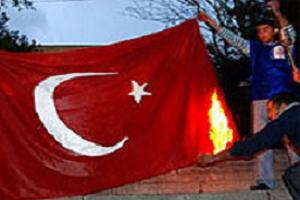 Ermeniler yine Türk bayrağını yaktı  .11231