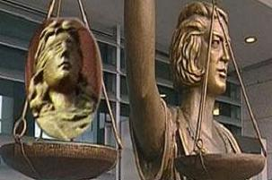 Adaletin gözü açıldı; terazi sağ elde.14397