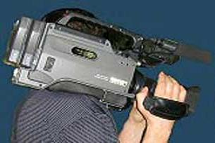 Kanal D kameraman� �at�dan d��t�.11884