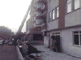 TV binası yarışmacıların başına çöktü.14174