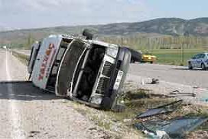 Afyonkarahisar'da minibüs devrildi: 13 yaralı.16075
