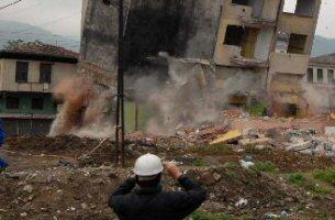 Siirt'te bina çöktü: 5 kişi göçük altında.15542
