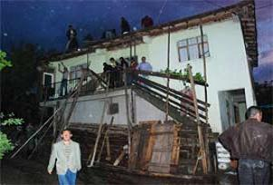 Tokat'ta yıldırım düştü yangın çıktı.14185