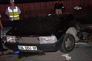 Feci kaza: Otomobil 2'ye bölündü / Foto.39146