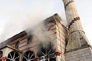 İstanbul'da 5 camide yangın çıktı.11760