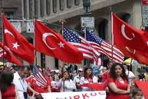 Türk bayrağı Wall Street'te göndere çekildi.17455