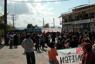 Atina'da göçmenlerle halk çatıştı.14162