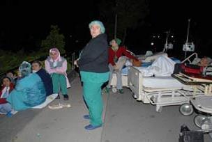 Ölen 8 hastanın yakınları yasa boğuldu.10453