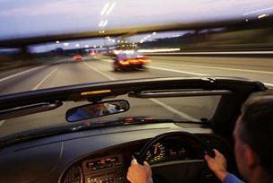 Araç kullanırken maç dinlemek tehlikeli.12363