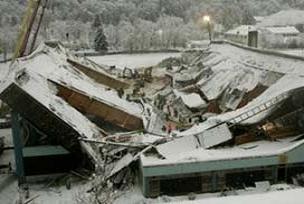 Afyon'da metruk ev çöktü: 1 ölü.15133