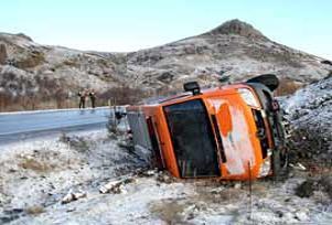 Köy minibüsü devrildi: 32 yaralı.15776