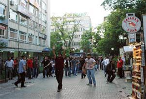 Ankara'nın göbeğinde şarjörler boşaldı.17001