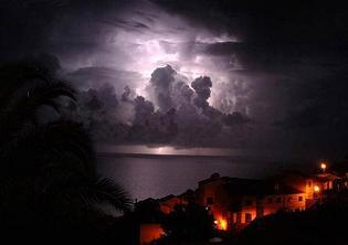 Gökyüzündeki bulutlar insanı ürpertiyor!.8051