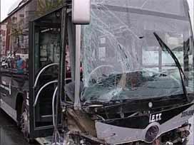 Kamyonet metrobüse çaprtı!.13255