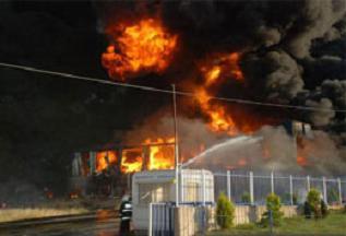 Kayseri'de halı fabrikasında yangın.11098