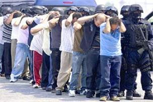 Meksika'da 9 polis yakalandı.17142