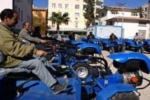 Öğrenci taşıyan tarım aracı kaza yaptı.19977