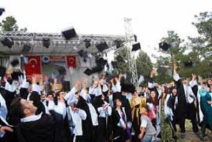 Batman Üniversitesi'nin ilk mezunları.16309