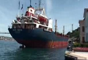 Dev gemi Bo�az'da karaya oturdu.10068