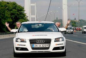 Otomobille 72 saate 3 kıtayı dolaştı.13703