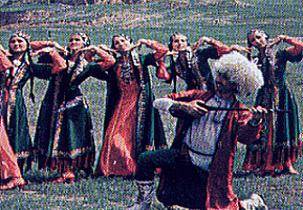 Türkmenler 'kendi çaldı kendi oynadı'.25276
