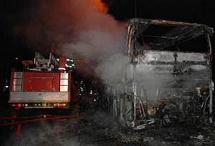 Yolcu otobüsü seyir halindeyken yandı.10995