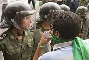 İran'da 70 profesör gözaltına alındı.14760