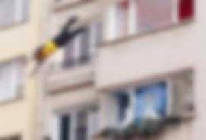 İzmir'de balkondan düşen adam öldü.6130