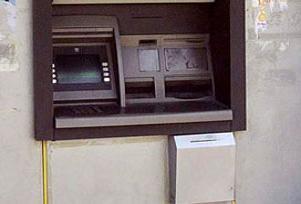 Banka ATM'sini yakmak istedi.9693