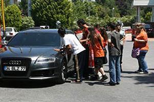 Belözoğlu'nun Audi'si Florya'da!.17090