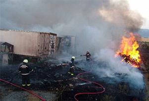 Yangın park halindeki TIR'lara sıçradı.10691