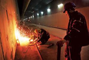 Maaş alamayan Marmaray çalışanları yürüdü.10476