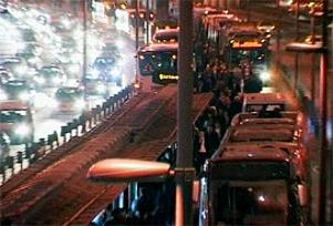 Metrobüs arıza yaptı vatandaş yolda kaldı.16379