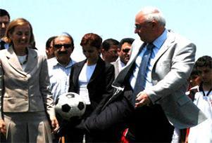 Denizli valisi Messi'ye özendi.14443
